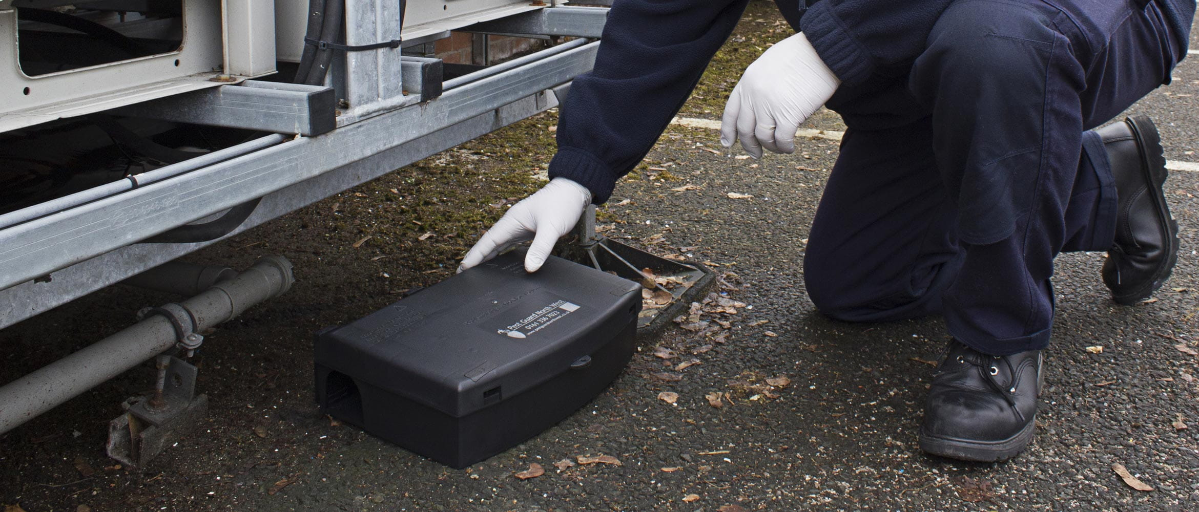 Pest control agent placing device on ground
