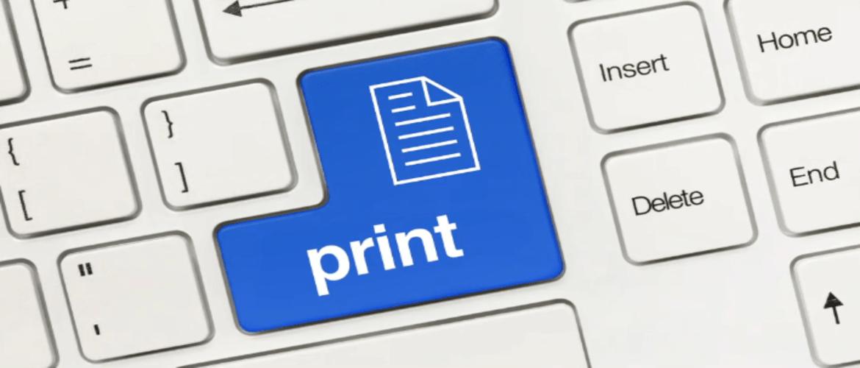 tastiera pc con icona stampa con sfondo blu al posto del tasto invio