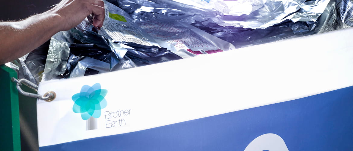 contenitore Brother Earth contenente toner originali per riciclo