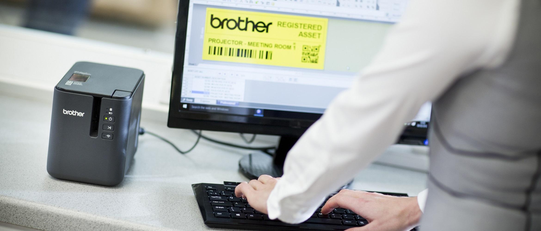 Etichetta in fase di stampa da PC con etichettatrice Brother PTP900W