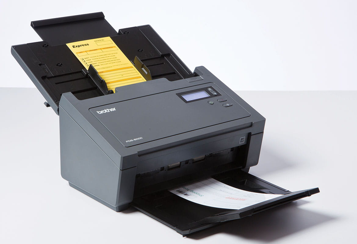 Scanner professionale Brother PDS-6000 con documenti in scansione