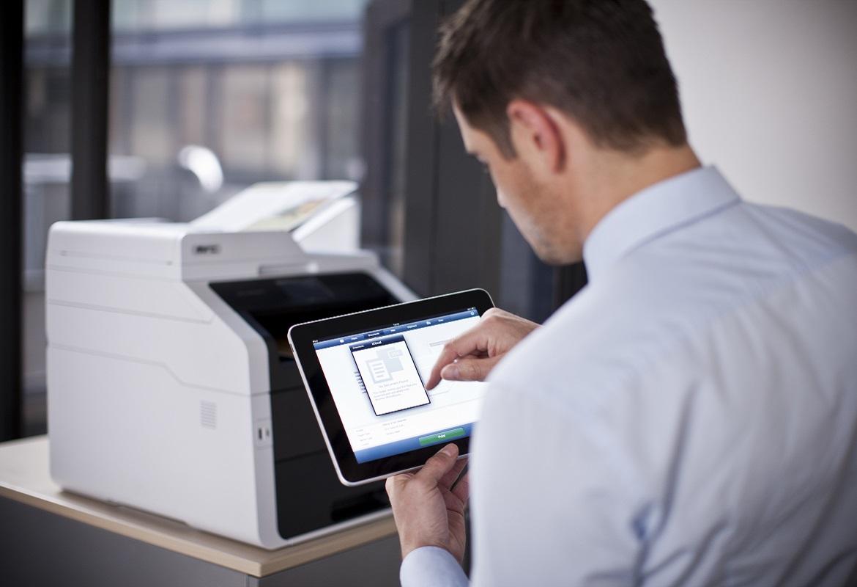 Stampa da tablet in ufficio con multifunzione Brother MFC-9340CDW