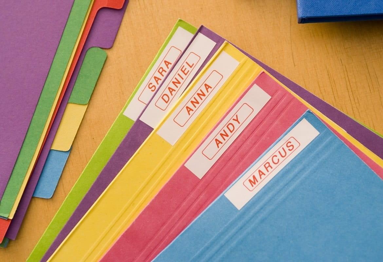 Quaderni colorati etichettati con eticettatrice Brother