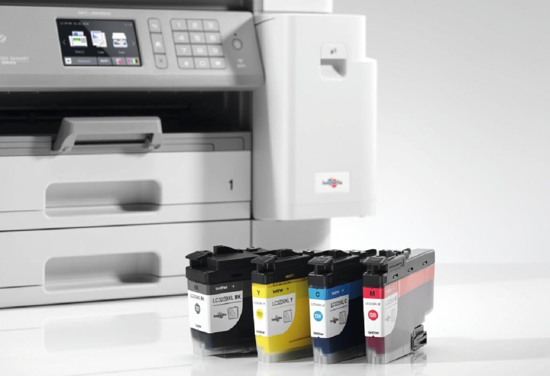 Quattro cartucce a colori inkjet XL con stampante multifunzione a getto di inchiostro Brother MFCJ5945DW