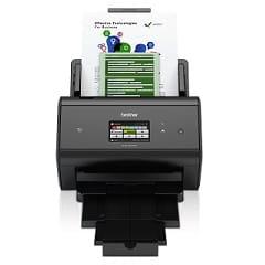 Scanner professionale Brother ADS3600W in azione con foglio scansionato