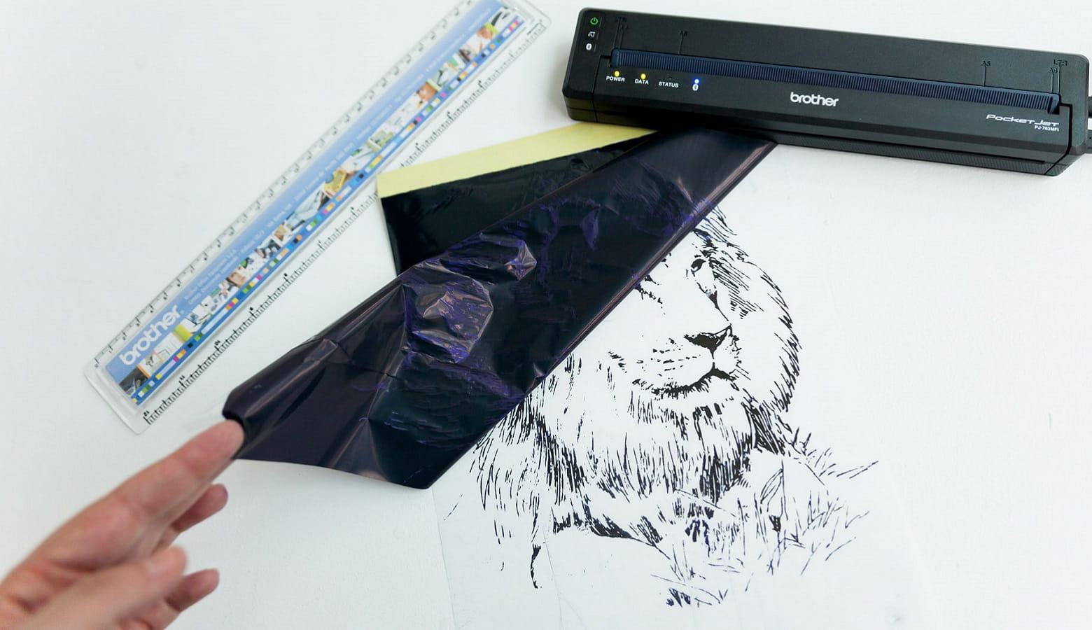 Stencil con leone stampato con stampante portatile Brother PJ-773