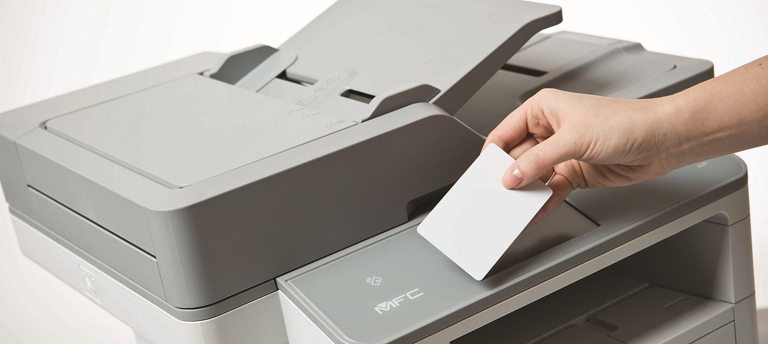 Dettaglio utilizzo card NFC con stampante multifunzione laser Brother MFC-L6900DW