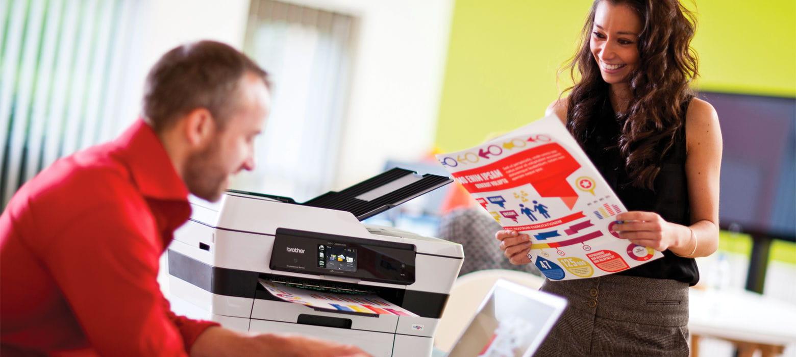 colleghi felici di stampare con Brother MFC-J6920DW