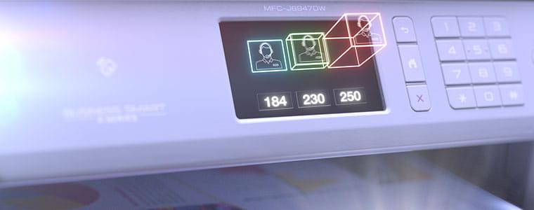 stampante multifunzione Brother MFC-J6947DW con dettaglio display acceso
