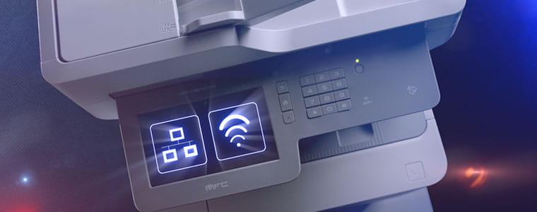 multifunzione Brother MFC-L9570CDW con icona WiFI e network sul display