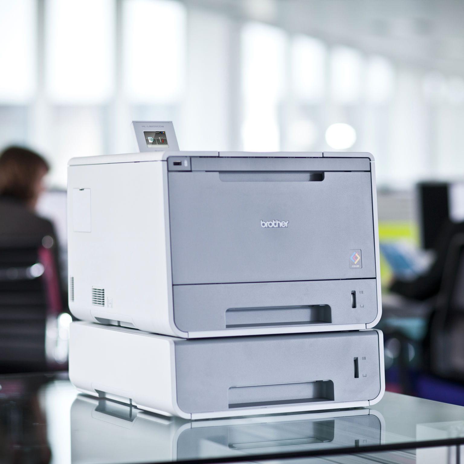 Stampante laser a colori professionali Brother HL-L9200CDWT all'interno di un ufficio
