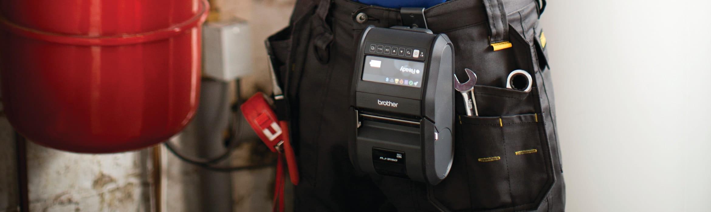 Stampante portatile Brother RJ3150 indossata da un lavoratore sulla cintura
