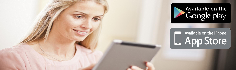 Ragazza con tablet con loghi Google Play e Apple Store