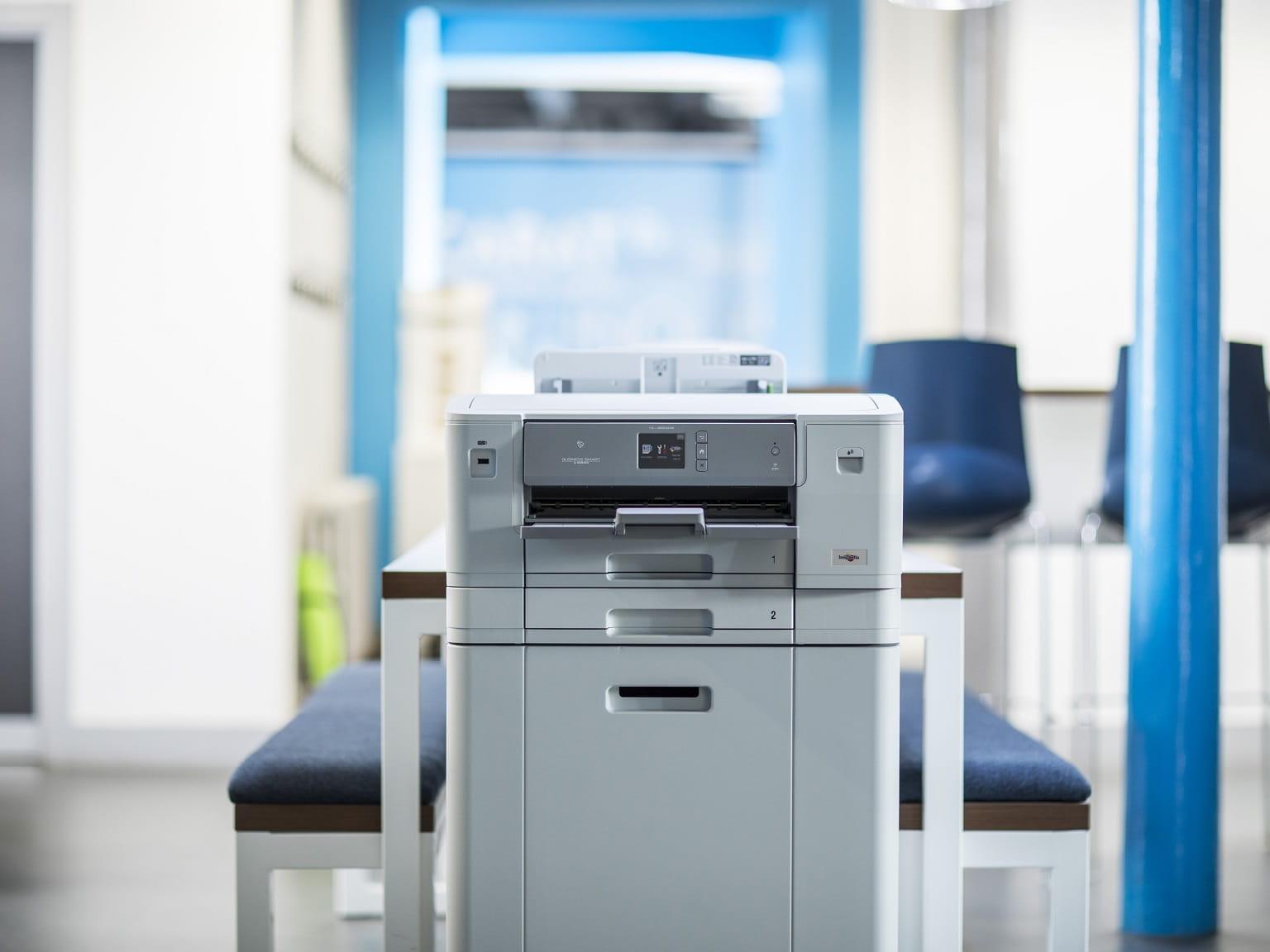 Stampante professionale a getto di inchiostro A3 Brother all'interno di un ufficio