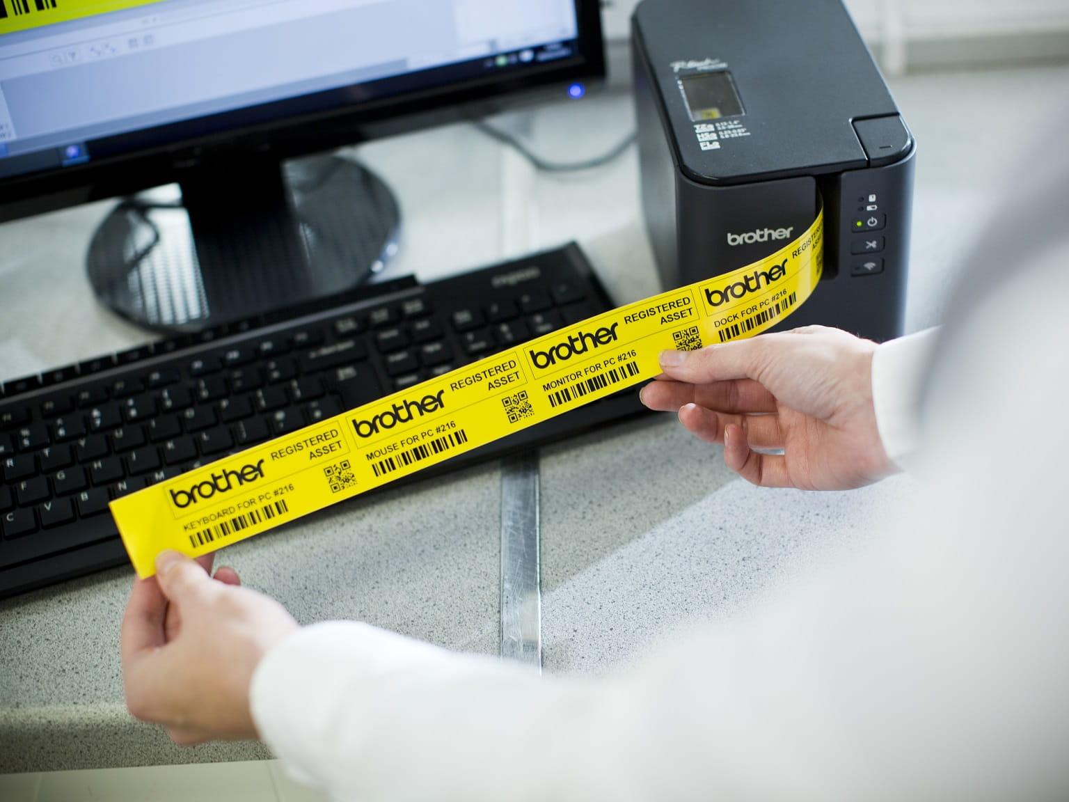 Etichetta gialla stampata con etichettatrice Brother P-touch PT900W