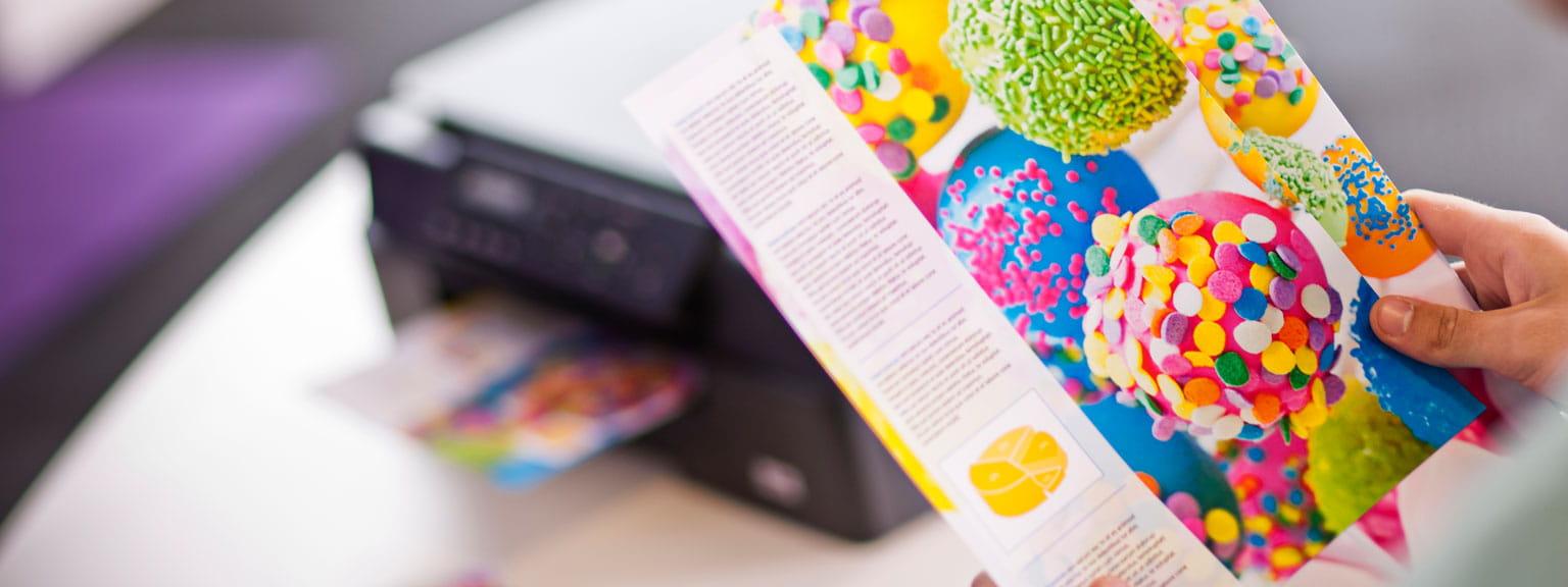 Foglio a colori stampato con stampante multifunzione Brother