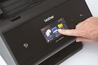 Dettaglio del display touchscreen dello scanner Brother ADS serie 3000