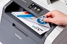 Foglio a colori stampato fronte-retro con stampante multifunzione laser LED a colori Brother DCP9020CDW