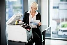 Impiegato con foglio copiato da stampante multifunzione laser a colori MFC9140CDN