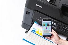 Stampa da smartphone con stampante multifunzione professionale inkjet Brother MFC-J6930DW