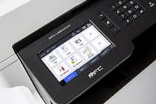 Dettaglio del display touchscreen della stampante multifunzione laser a colori Brother MFC-L8900CDW