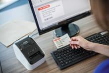 Brother QL-800 Consente di stampare etichette a due colori, nero e rosso, senza necessità di utilizzare inchiostro
