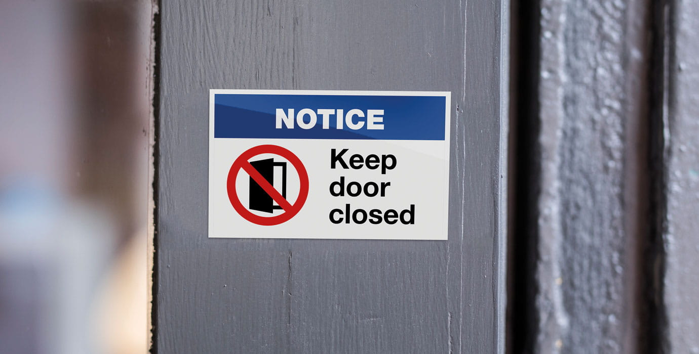 Keep door closed notice