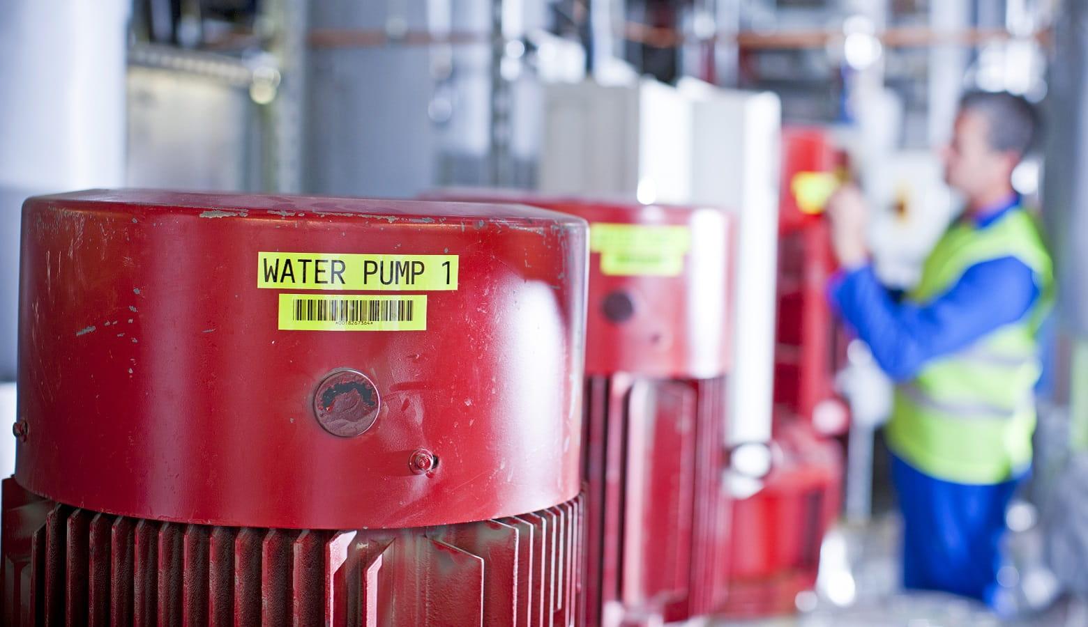 Pompa dell'acqua etichettata con etichetta TZe