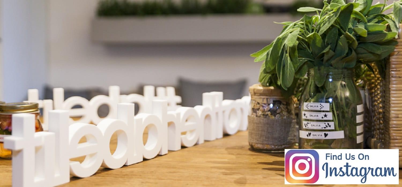 Vasetto di salvia etichettata e decorata con etichettatrice #Brotherlabelit e logo Instagram
