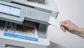 Stampa di documenti tramite identificazione utente con card NFC