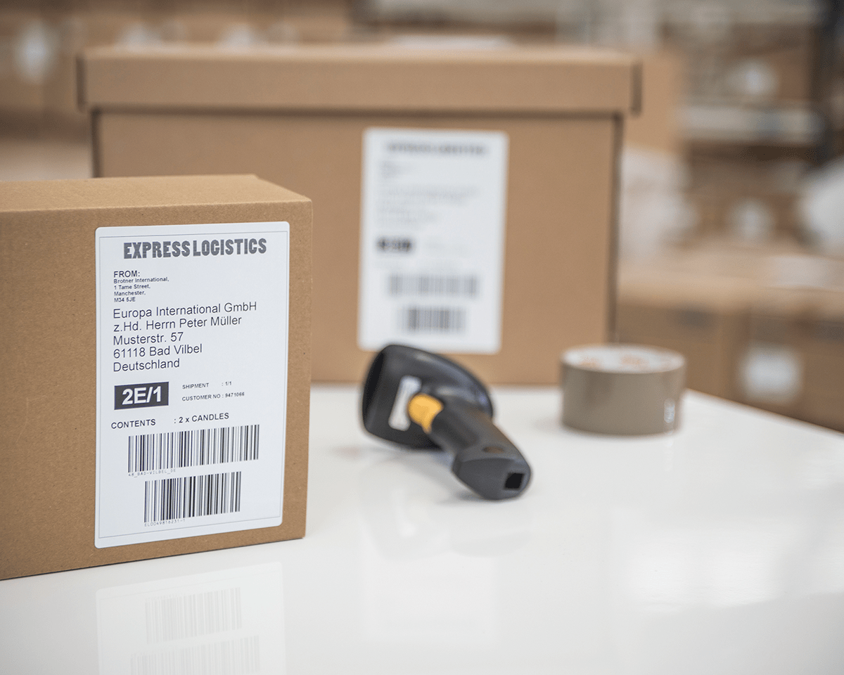 QL-1100 stampante di etichette professionale per grandi formati fino a 4'' 4
