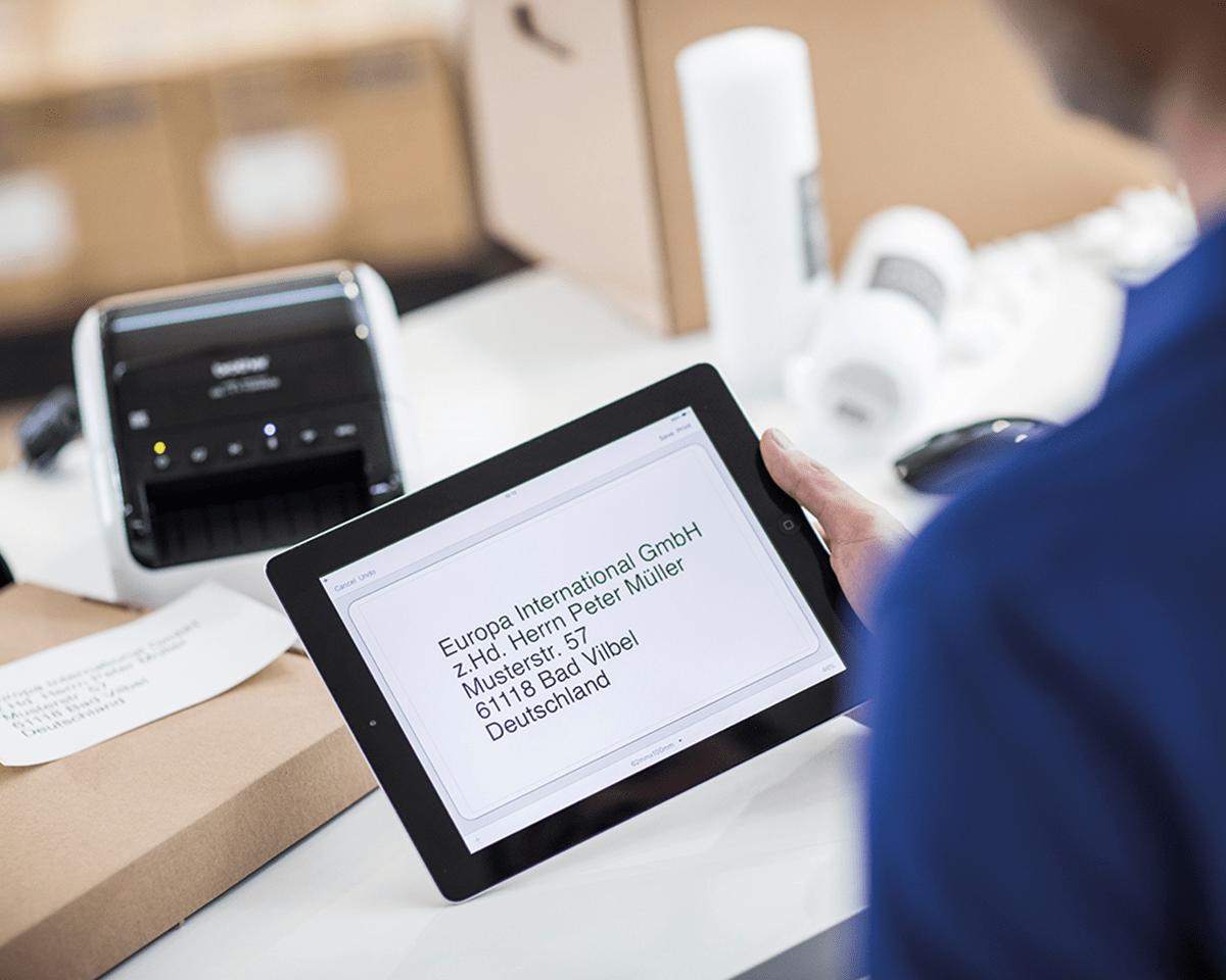 QL-1110NWB Stampante di etichette professionale per grandi formati fino a 4'', con Ethernet, Wi-Fi, Bluetooth 4