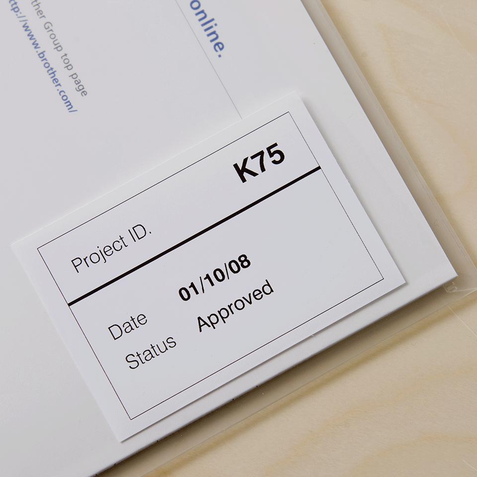 Rotolo di etichette di pellicola a lunghezza continua originale Brother DK-22212 – Nero su bianco, 62 mm di larghezza. 2
