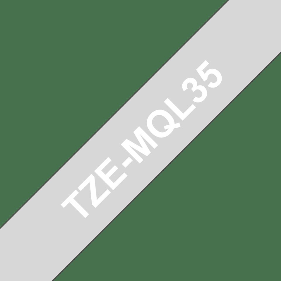 Nastro per etichettatura originale Brother TZe-MQL35 – Bianco su grigio, 12 mm di larghezza 3
